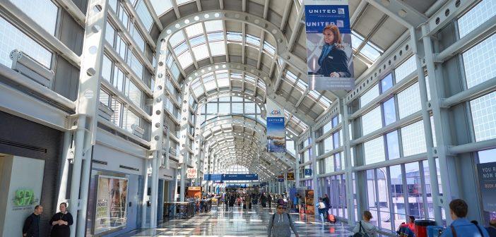 رجلا يعيش لثلاثة شهور مطار شيكاغو الدولي.